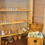 I vetri e gli albarelli con le spezie e i medicamenti / Glasses and the albarelli with spices and medicines.