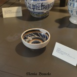 Le ceramiche messe a disposizione dai Musei Civici di Imola / The pottery provided for the exhibition by the Museums of Imola.